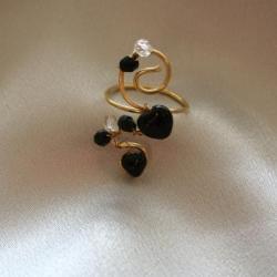 bague artisanale en fil d'alu avec des perles rondes et  des facettes
