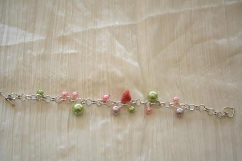 bracelet-avec-grosse-chaine-fleur-en-verre-avec-perles-en-verre-nacrees-creation-unique-l-atelier-de-samantha.jpg