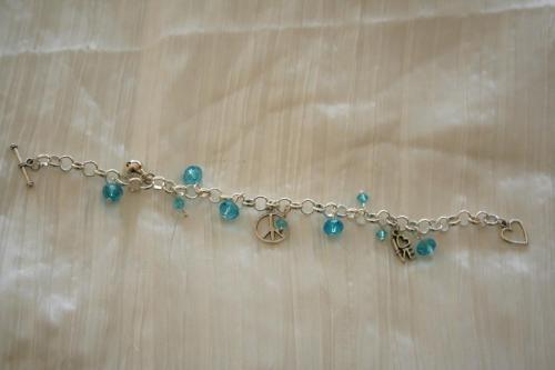 bracelet-avec-grosse-chaine-peace-love-avec-perles-en-cristal-creation-unique-l-atelier-de-samantha-3.jpg