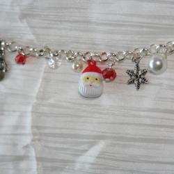 bracelet-fetes-de-noel-pere-noel-bonhomme-de-neige-avec-perles-en-verre-rouge-et-blanches-bijoux-artisanaux-l-atelier-de-samantha-4.jpg