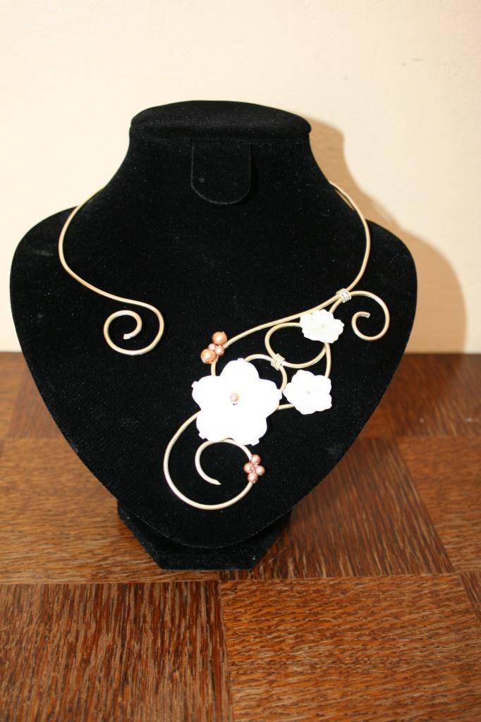 collier-de-mariee-collier-en-fil-aluminium-fleur-de-nacre-2.jpg