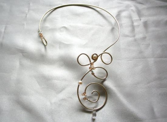 collier-de-mariee-en-fil-dalu-et-son-bracelet.jpg