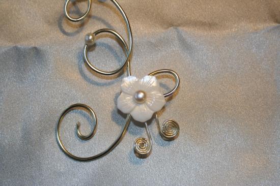 Bijoux en fil d'aluminium, perles, nacre.. Bijoux de mariée, de soirée  ....
