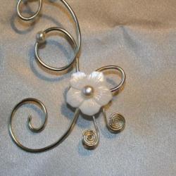 collier-de-mariee-en-fil-daluminium-avec-fleu.jpg