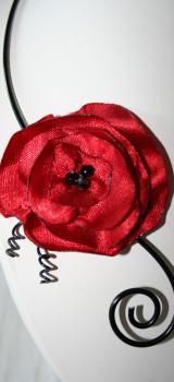 Collier fantaisie en fil alu noir avec fleur rouge coquelicot l atelier de samantha collier de mariee collier soiree 2