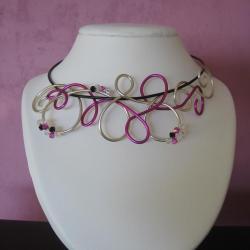 collier-fil-alu-creation-bijoux-artisanaux-l-atelier-de-samantha-collier-argent-et-fuschia-collier-chocolat-et-fleur-en-argent-2.jpg