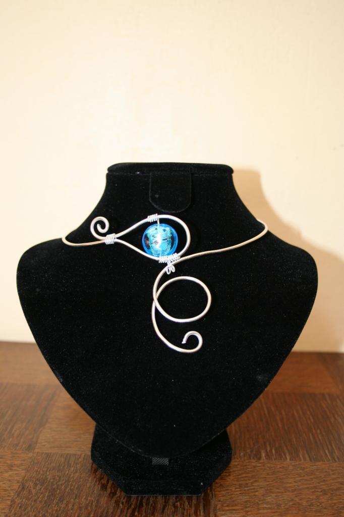Fabuleux collier fil alu perle murano MC26