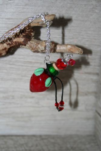 Fiole à parfum, pendentif à parfum, flacon à parfum, l'atelier de samantha, création artisanale, création perle chalumeau
