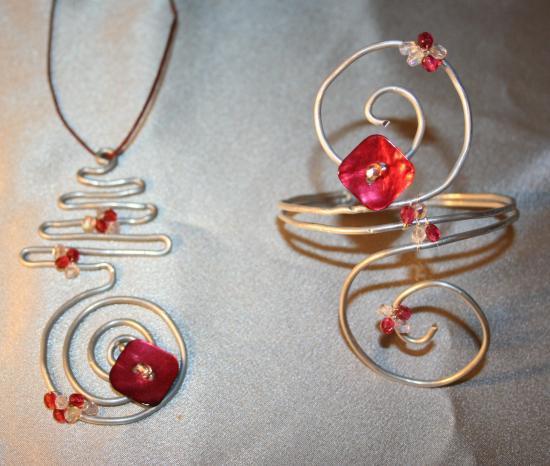 parure-bijoux-en-fil-dalu-argent-et-bouton-de.jpg