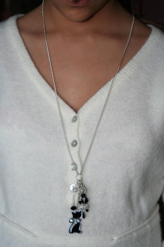 Sautoir métal et perles , création unique, sautoir fantaisie, l'atelier de samantha,création bijoux,création bijoux fantaisie,creation bijoux artisanale,breloq